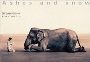 『Ashes and snow Boy Reading to Elephant』 グレゴリー・コルベール(Gregory Colbert) | ポスター通販のアズポスター